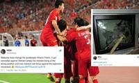 CĐV Malaysia hết sức bực tức vì đội nhà thua thảm trước Việt Nam.