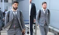 Messi và Suarez chuẩn bị lên máy bay sang Manchester.