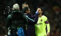 Mục kích pha va chạm khiến Messi đổ máu ở trận gặp M.U