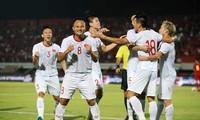 Các cầu thủ Việt Nam ăn mừng bàn thắng.