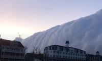 Tường mây khổng lồ trên bờ biển Mỹ