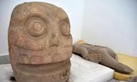 Các hiện vật được tìm thấy trong đền thờ.