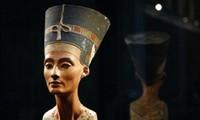 Bức tượng Nữ hoàng Nefertiti được trưng bày tại bảo tàng Neues.