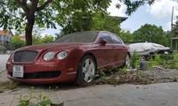 Xe siêu sang Bentley, biển độc nằm phủ bụi trên vỉa hè Hải Phòng