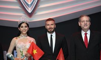 Hoa hậu Tiểu Vy và David Beckham xuất hiện bên xe Vinfast