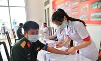 Hàng trăm cán bộ, chiến sĩ hiến máu giữa mùa dịch COVID-19