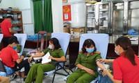 Hàng trăm cán bộ, chiến sĩ công an Sóc Trăng hiến máu tình nguyện