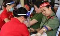 Hơn 300 cán bộ, chiến sĩ công an Vĩnh Long tham gia Chủ nhật Đỏ