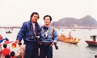 Nhà báo Phạm Công Luận (trái) đi sáng tác ảnh với phóng viên Hoài Linh ở một tỉnh phía Bắc. Hoài Linh là phóng viên ảnh báo Hoa Học Trò, hiện nay là nhà nhiếp ảnh nghệ thuật. Ảnh tư liệu
