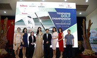 Ðại úy Phạm Văn Dân (bìa phải)tại cuộc họp báo giới thiệu giải Tiền Phong Golf Championship 2018