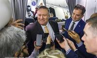 Ngoại trưởng Mỹ Mike Pompeo phát biểu với báo giới khi lên đường công du Trung Đông ngày 7/1/2019 Ảnh: AFP/TTXVN
