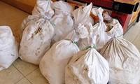 Thu giữ 700 kg ma túy đá 'vô chủ' ven đường