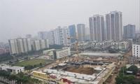 Những bất cập về đất đai đang gây khó cho cả người dân và doanh nghiệp kinh doanh bất động sản Ảnh: Nguyễn Công