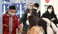 Khách du lịch Trung Quốc tại sân bay Narita của Nhật Bản. Nhiều người đã hủy tour giữa lúc virus nguy hiểm bùng phát Ảnh: Nikkei Asian Review