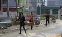 Tiểu thương buôn bán ở vùng biên Đàm Thủy (Trùng Khánh, Cao Bằng) Ảnh: TRƯỜNG PHONG