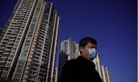 Một người đeo khẩu trang trên đường phố Thượng Hảiảnh: Reuters