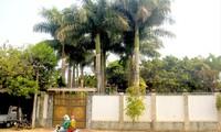 Bên ngoài biệt thự xa hoa của ông Đỗ Văn Sang (ảnh lớn); Ông Đỗ Văn Sang được giao phối hợp để giải quyết những tồn đọng khi còn giữ chức Giám đốc Công ty 75