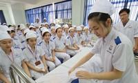 Sinh viên y khoa 'ra trận'