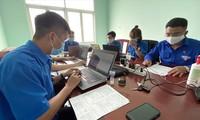 Các tình nguyện viên tại TPHCM hỗ trợ công tác nhập dữ liệu chống dịch Covid-19 Ảnh: Văn Minh