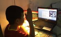 Nhiều phụ huynh cho rằng, học sinh tiểu học học trực tuyến, học qua truyền hình chưa thực sự hiệu quả