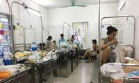 Bệnh nhân điều trị sốt xuất huyết tại Hà Nội Ảnh: Như Ý