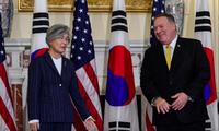 Bà Kang Kyung-wha trong cuộc gặp ông Pompeo ngày 9/11ảnh: Reuters