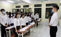 Học sinh đi học trở lại, các trường siết quy trình phòng dịchẢnh: TTXVN