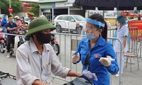 Đoàn viên thanh niên Hải Dương tham gia hỗ trợ hoạt động tại các chốt kiểm soát phòng, chống dịch COVID-19 Ảnh: CTV