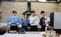 """Diệu Nhi lại hóa fangirl """"u mê"""" khi đối mặt với trai đẹp Kim Min Kyu trong """"Ăn Đi Rồi Kể"""""""
