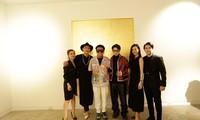 Đông Nhi - Ông Cao Thắng đến chúc mừng triển lãm tranh của Wowy và Tuấn Andrew Nguyễn