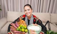 Hoa hậu H'Hen Niê lần đầu livestream bán hàng online: Choáng với số đơn chốt trong 1 giờ!