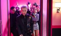 Binz kể chuyện tình showbiz, nắm tay người yêu bỏ chạy khỏi paparazzi trong MV mới
