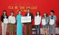 MC Thanh Thảo Hugo hội ngộ MC Minh Phúc tại trường xưa, trao học bổng cho các bạn MC trẻ