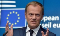 Chủ tịch EU Donald Tusk cảnh báo Anh không nên trì hoãn đàm phán Brexit.