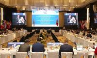 Các nghị sỹ thảo luận về vấn đề kinh tế, thương mại.