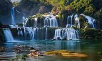 Thác Bản Giốc, một trong bốn thác đẹp nhất thế giới, nằm trong quần thể Công viên Địa chất Non nước Cao Bằng.