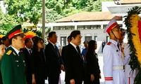 Thủ tướng Hàn Quốc Lee Nak-yeon viếng Chủ tịch nước Trần Đại Quang sáng 26/9. Ảnh: Như Ý