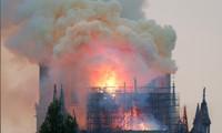 Đám cháy dữ dội tại nhà thờ Đức Bà Paris đang thu hút sự chú ý của cả thế giới.