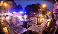 Quán cà phê ở thủ đô Berlin không bóng người kể từ khi số ca mắc COVID-19 tăng kỷ lục.