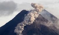 Núi lửa Merapi, một trong những ngọn núi lửa hoạt động mạnh nhất Indonesia, lại phun trào.