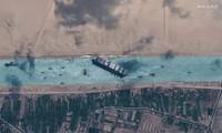 Hình ảnh con tàu Ever Given bị mắc cạn trên kênh đào Suez được chụp từ vệ tinh.