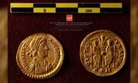 Những đồng tiền vàng khai quật được dưới đáy biển Tây Ban Nha.