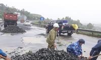 Quốc lộ 1 qua Phú Yên hư hỏng nặng do mưa bão, nhưng nhà thầu chậm khắc phục dù vẫn trong thơi gian bảo hành.