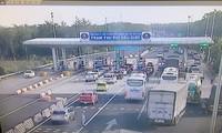Trạm thu phí trên cao tốc TPHCM - Dầu Dây.