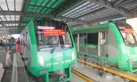 Tuyến đường sắt đô thị đầu tiên của Việt Nam vẫn chưa hẹn ngày mở cửa.