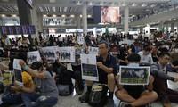 Người biểu tình tại sân bay Hồng Kông.