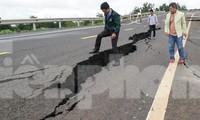 Dự án đường Hồ Chí Minh tránh Chư Sê vừa hoàn thành, đang chờ nghiệm thu đã sụt lún, hư hỏng.