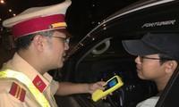 Cảnh sát giao thông tăng cường kiểm soát nồng độ cồn với tài xế dịp tết. Ảnh minh hoạ.