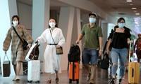 Người Việt từ nước ngoài về Việt Nam tránh dịch tiếp tục giảm.