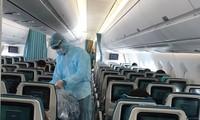 Trên mỗi chuyến bay mua dịch bệnh, khách phải được bố trí ngồi cách nhau 1 ghế trống.